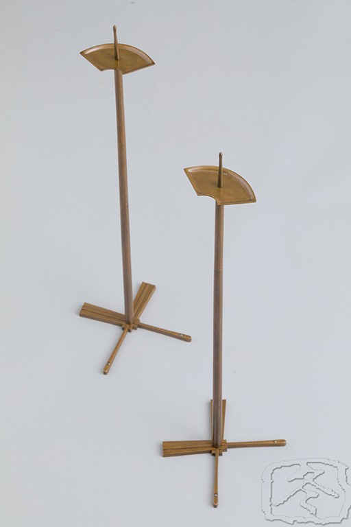 #ACC321  A PAIR OF BESPOKE TRAVELLING BRONZE CANDLESTICKS
