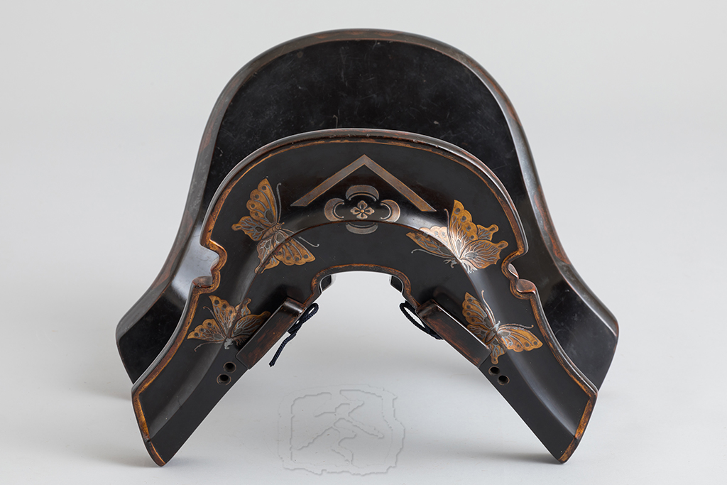 #ACC220  BLACK LACQUERED 'GUNJIN GURA' (WAR SADDLE)