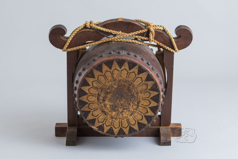 #ACC275  WOOD MOUNTED 'JINDAIKO' (WAR DRUM)