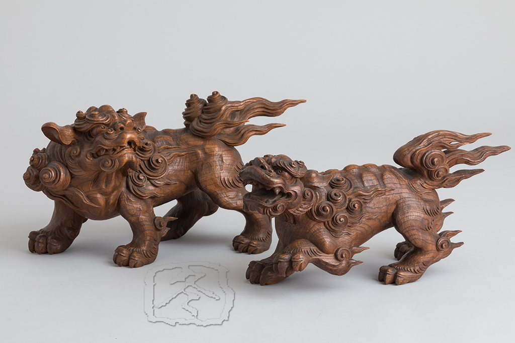 #ACC302  A PAIR OF CARVED WOOD 'SHISHI' (LION DOGS)