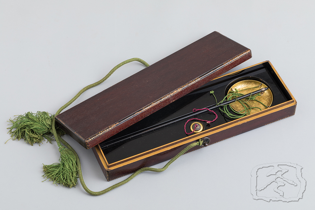 ACC#76  A BOXED SET OF INCENSE SCALES